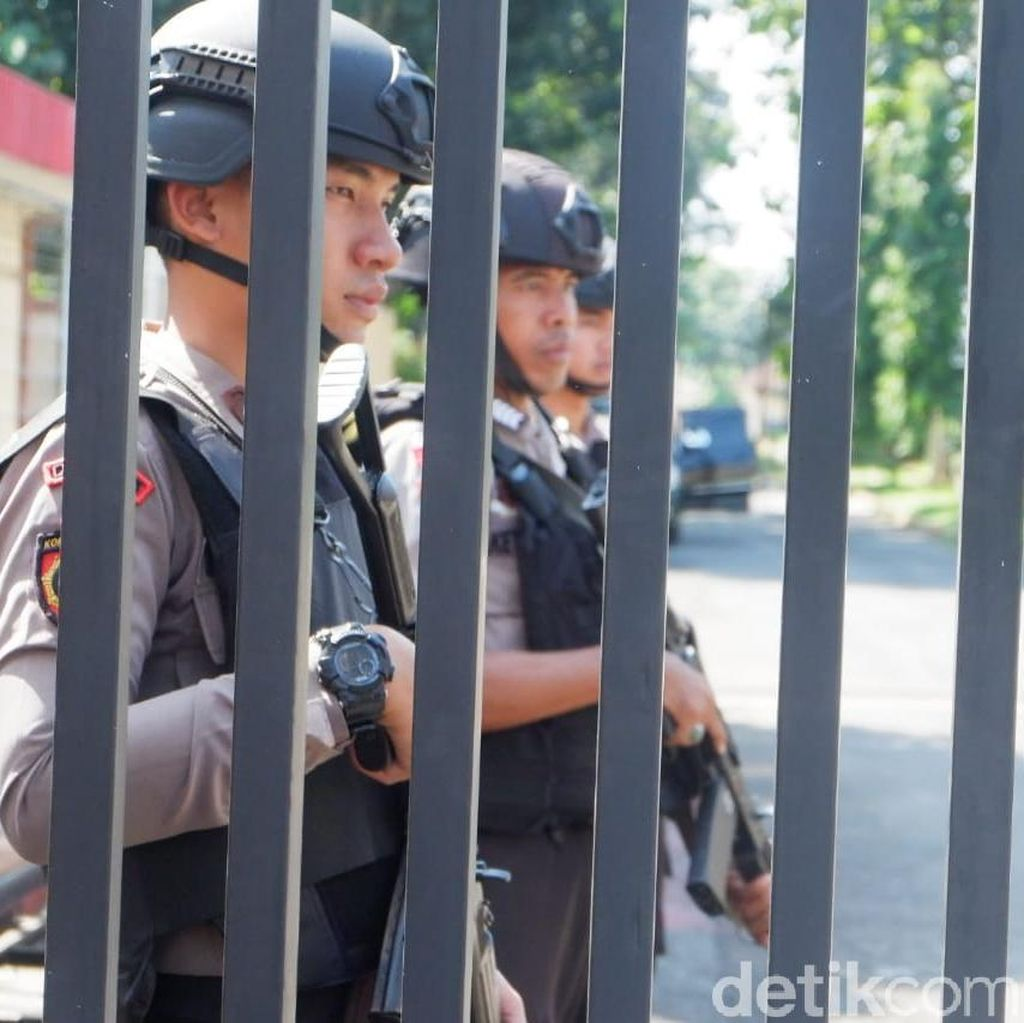 Sehari Pasca Penembakan, Garis Polisi di Mako Brimob Purwokerto Dilepas