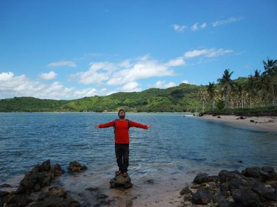 Pantai di Lombok yang Sepi, Serasa Milik Pribadi