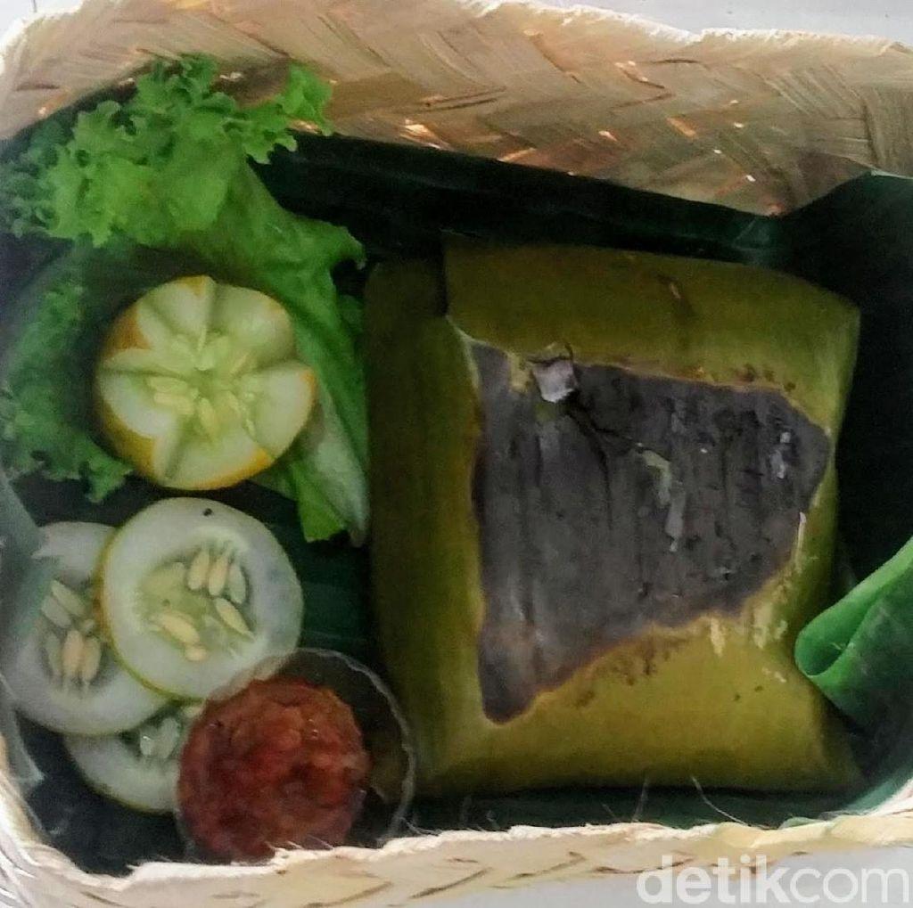 Nikmatnya Nasi Besek Bondowoso, Cocok Disantap Saat Lebaran