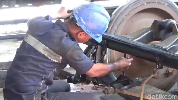 Depo Banyuwangi Rawat Gerbong dan Lokomotif Demi Arus Mudik