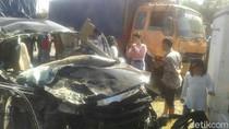 Truk, MPV, dan Motor Bertabrakan di Mojokerto, 3 Orang Tewas