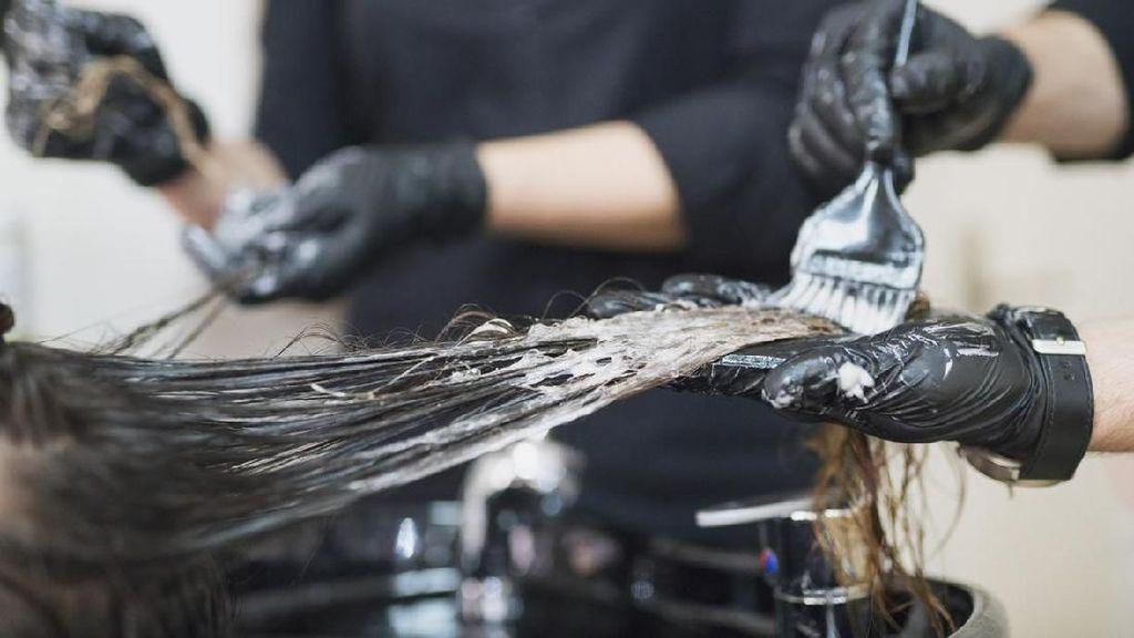 Kulit Kepala Wanita Ini Melepuh Usai Bleaching Rambut