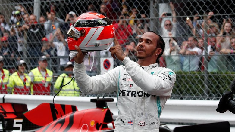 Formula One F1 - Monaco Grand Prix - Circuit de Monaco, Monte Carlo, Monaco - May 26, 2019   Mercedes Lewis Hamilton celebrates winning the Monaco Grand Prix after the race   REUTERS/Benoit Tessier