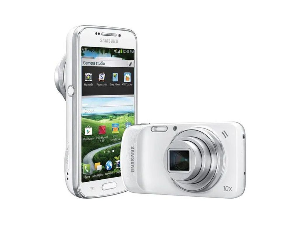 Satu yang cukup menarik perhatian pada masanya adalah Samsung Galaxy S4 Zoom yang ibarat perpaduan antara smartphone dengan pocket camera demi menghadirkan variasi optical zoom. Foto: Samsung