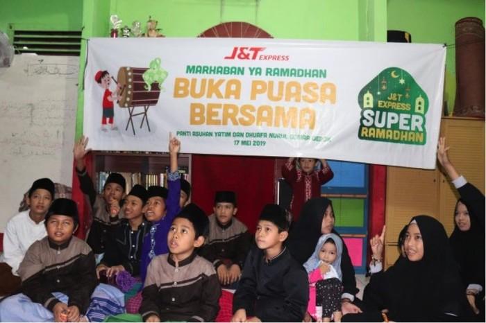 J&T Express Gelar Buka Puasa Bersama Anak Yatim Se-Indonesia