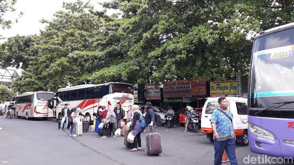 Cerita Pemudik di Yogya Beralih Naik Bus karena Tiket Pesawat Mahal