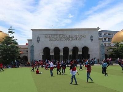 Ngabuburit ke Masjid Bersejarah di Bandung