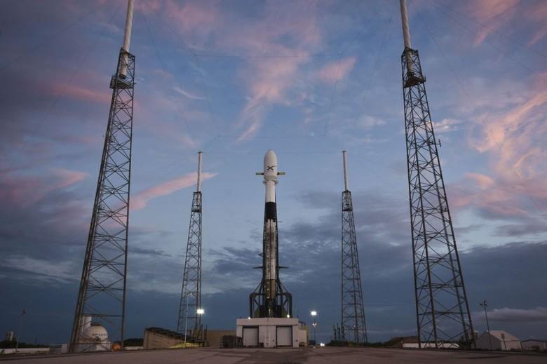 Setelah beberapa kali mengalami penundaan SpaceX akhirnya berhasil meluncurkan 60 satelit internet Starlink menuju orbit. Foto: SpaceX