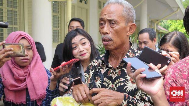 Pedagang Korban Rusuh 22 Mei dapat Uang dan Baju dari Jokowi