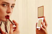 Cermin Mungil Xiaomi Bisa Bantu Makeup, Juga Jadi Powerbank