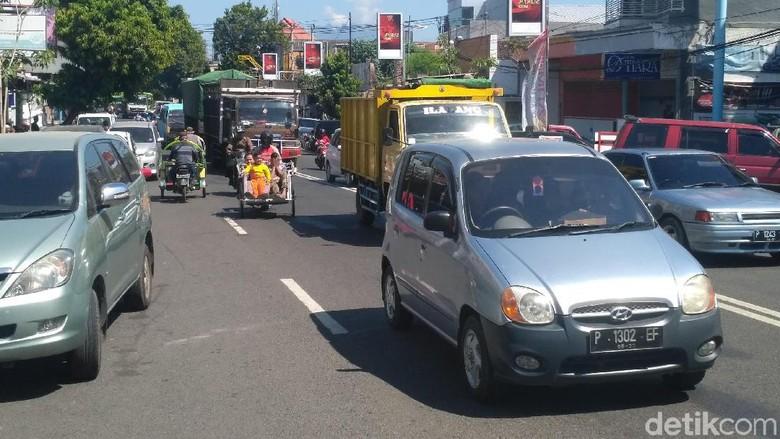 Mudik Lewat Situbondo, Waspadai Luberan Parkir di Tepi Jalan