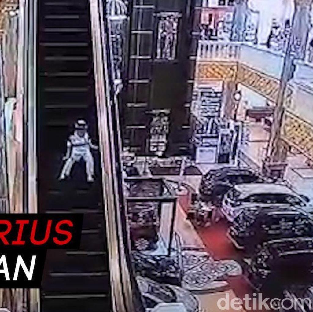 Video Bocah Terjepit Eskalator Mal karena Lepas Pengawasan Ortu