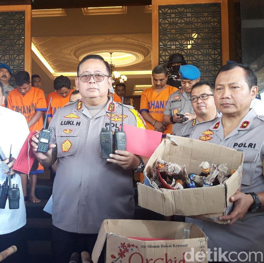 Polisi Sita HT dari Rumah Satu Pelaku Pembakar Polsek di Sampang