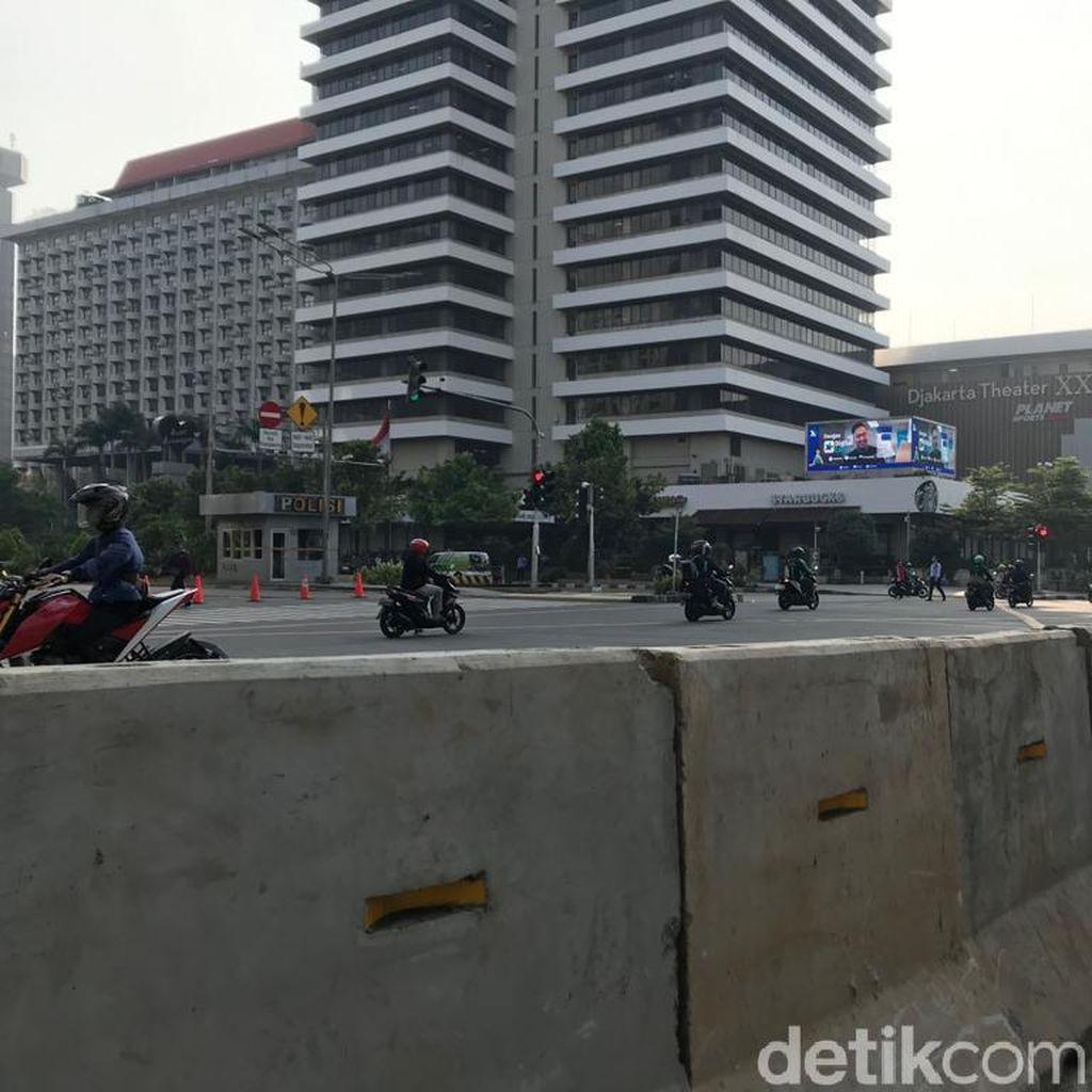 Jalan Sekitar Bawaslu Tutup, Aktivitas Orang Kantoran Masih Normal