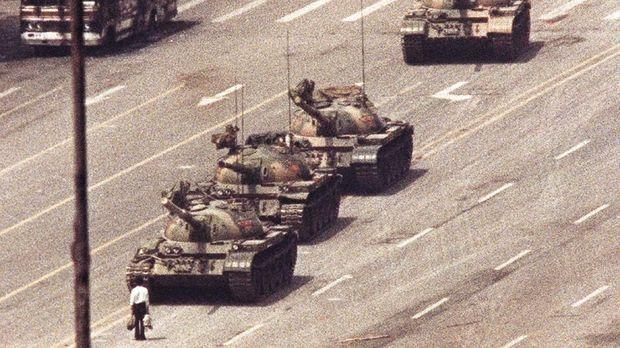 Insiden Tiananmen terjadi pada 1989.