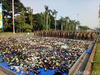 Dipimpin Anies, Pemprov DKI Musnahkan 18 Ribu Miras Ilegal