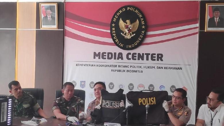 Dipakai Perusuh, Rompi Antipeluru Bertuliskan Polisi Ternyata Dijual Bebas