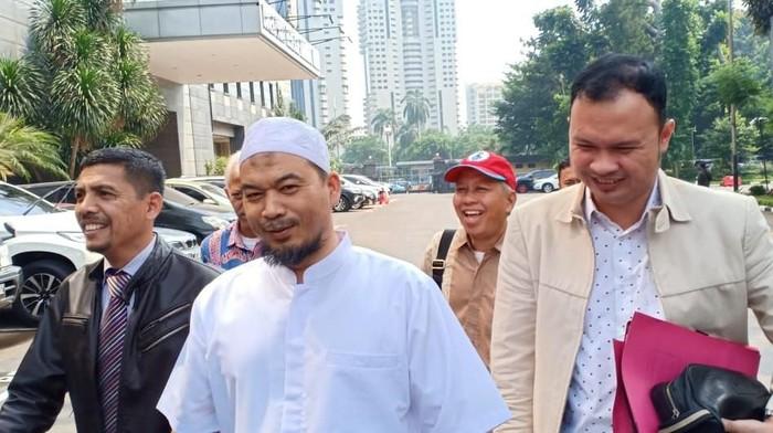 Ustaz Sambo saat mendatangi Polda Metro Jaya pada Senin (27/5) lalu. (Foto: Samsuduha Wildansyah/detikcom)