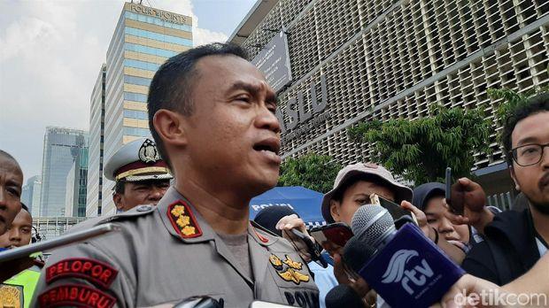 Kapolres Jakarta Pusat, Kombes Harry Kurniawan, mengatakan sore ini kendaraan sudah dapat melintas di Jl Thamrin