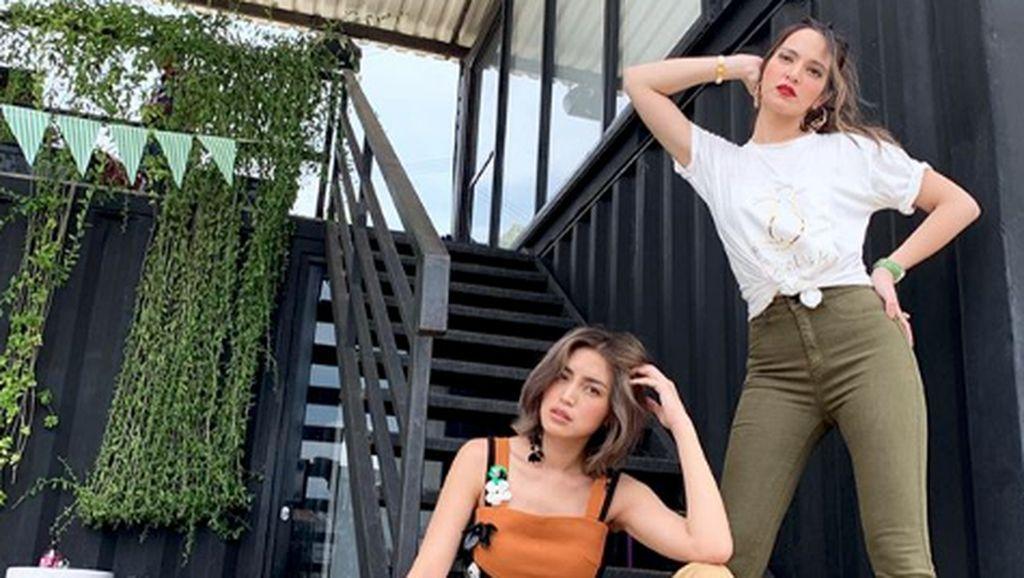Gini Deh Jadinya Jessica Iskandar dan Nia Ramadhani Syuting Naik KRL