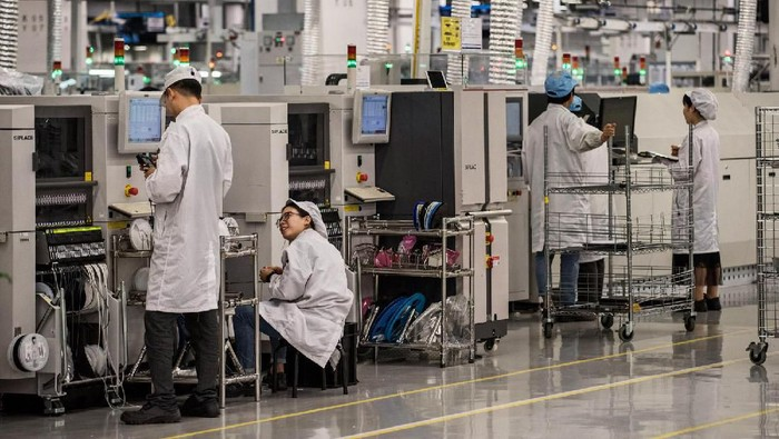 Huawei Technologies Co. Ltd di China merupakan produsen telekomunikasi terbesar di dunia. Penasaran dengan isi dari pabrik raksasa tersebut?