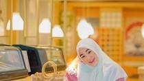 Dikira Lajang Warga TikTok, Larissa Chou Akhirnya Pamer Suami
