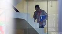 Plt Dirut PLN, Muhamad Ali naik ke ruang pemeriksaan.