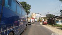 Truk Masuk Parit Tewaskan Sopir, Jalur Bandung Cianjur Padat Merayap
