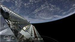 SpaceX Sukses Luncurkan 60 Satelit Internet Anti-UFO