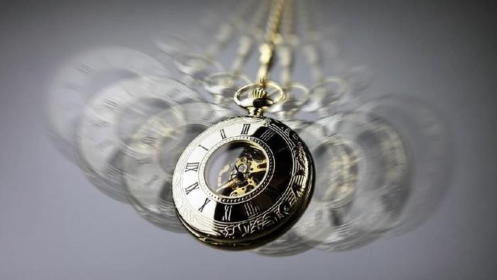 Hipnotis tidak bisa dilakukan untuk memaksa orang-orang menyerahkan harta bendanya. (Foto: iStock)