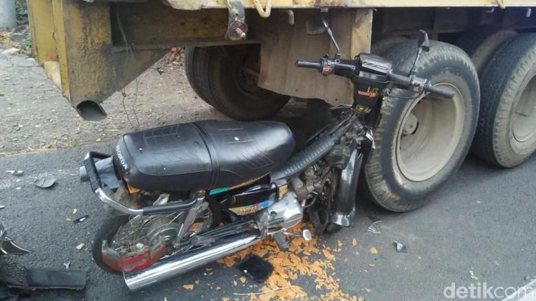 Tabrak Truk Parkir, Seorang Biker di Pasuruan Tewas