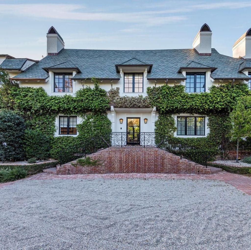 Mengintip Rumah Adam Levine di Beverly Hills yang Dijual Rp 647 M