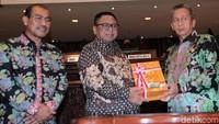 Oesman Sapta Odang menerima Laporan Hasil Pemeriksaan atas Laporan Keuangan (LKPP) Pemerintah Pusat Tahun Anggaran 2019 dari Moermahadi Soerja Djanegara.