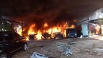 Kebakaran di Cipinang Besar Utara Dipicu Bakar Sampah, 6 Mobil Hangus