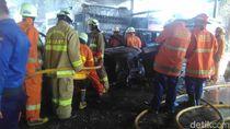 Mobil Terbakar Dekat Kantor Kelurahan Cipinang Besar Utara, 11 Damkar Meluncur