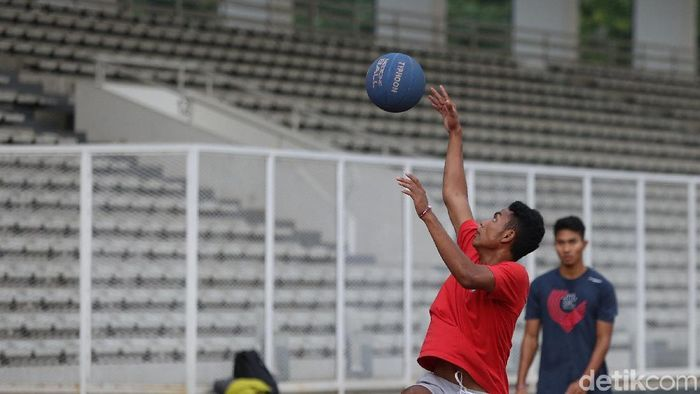 Lalu Muhammad Zohri berlatih di Stadion Madya, Senayan. (Agung Pambudhy/detikSport)