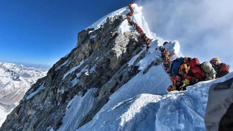 Pendakian ke Puncak Everest (CNN)