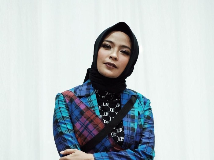 Gaya Hijab Tantri Kotak yang Rock and Roll