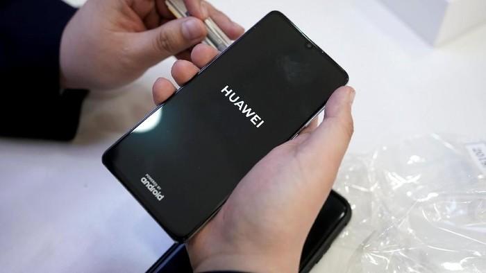 Huawei salip Apple di segmen ponsel premium China. (Foto: Reuters)