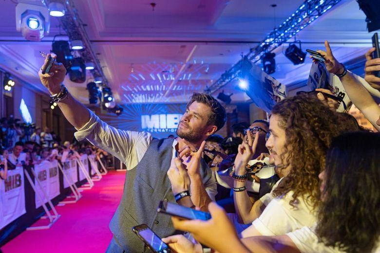 Chris Hemsworth saat ditemui di acara Fans Event Men In Black di Bali pada Senin (27/5). (Anthony Kwan/Getty Images for Sony Pictures Entertainment)
