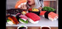 Auto Gendut! Wanita Ini Mukbang Sushi Salmon hingga Octopus Super Jumbo