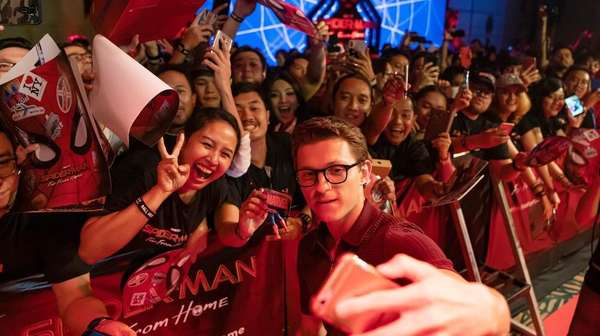Chris Hemsworth, Tata Janeeta, Tom Holland hingga Olla Ramlan