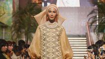 Foto: Koleksi Baju Lebaran SVARNA by IKAT Indonesia yang Terinspirasi Timur Tengah