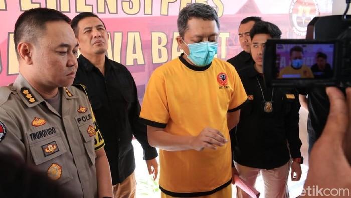 Bikin geger, seorang dokter berinisial DS ditangkap polisi karena tuduhan hoaks. Foto: Dony Indra Ramadhan