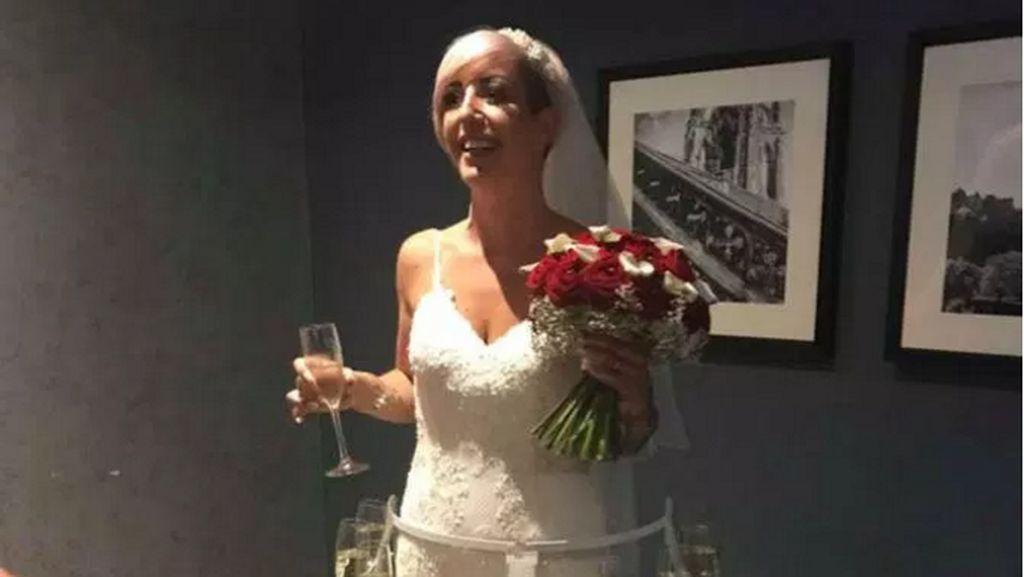 Unik Banget, Gaun Pengantin Wanita Ini Dilengkapi Tempat Gelas Wine