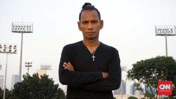 Rochi Putiray berkisah tentang kariernya saat masih menjadi pemain Timnas Indonesia. (