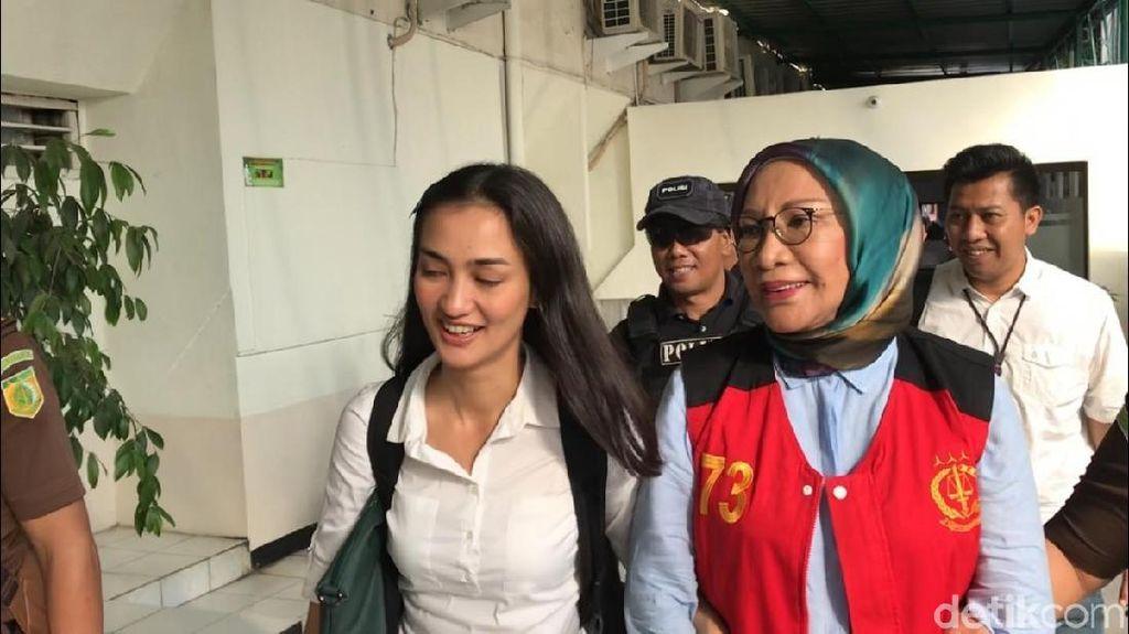 Tiba di PN Jaksel, Ratna Sarumpaet Siap Jalani Sidang Tuntutan