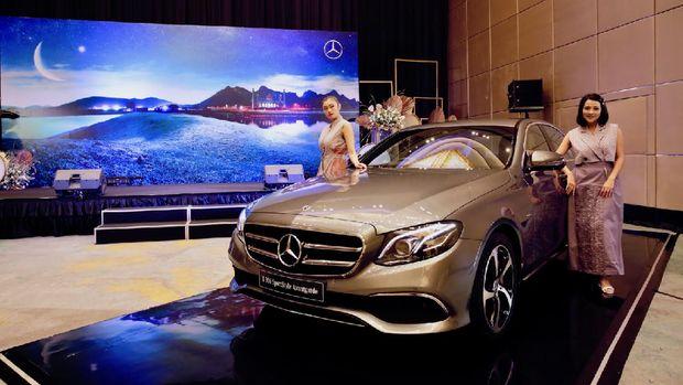 Mercedes-Benz E 200 Avantgarde ditopang mesin 2.000 cc empat silinder terbaru.