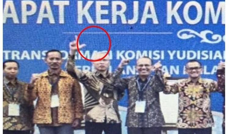TKN Jokowi Minta KY Bentuk Dewan Etik untuk Komisioner yang Pose 2 Jari
