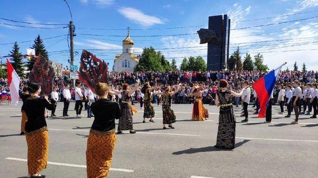 Tim Kesenian KBRI Moskow pada acara pembukaan Hari Kota Ivanovo ke-148